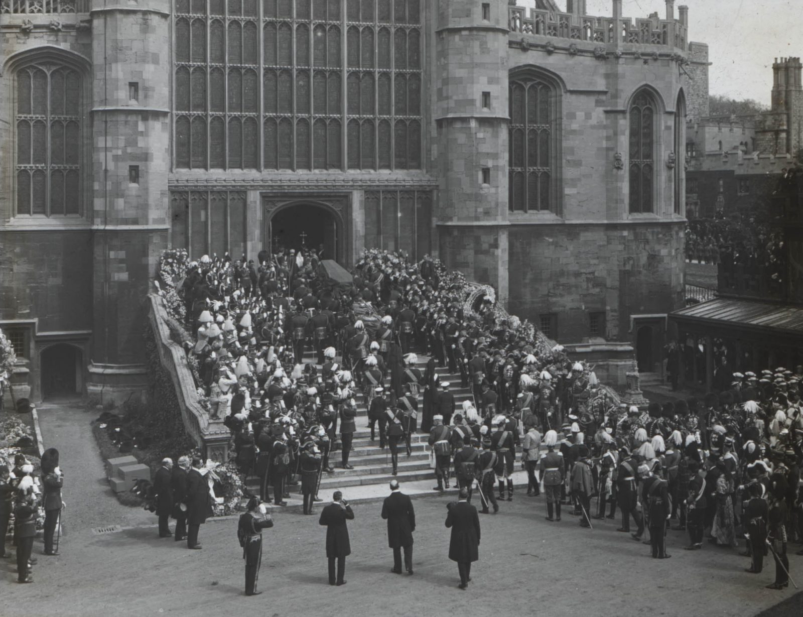 The funeral procession on the West Steps